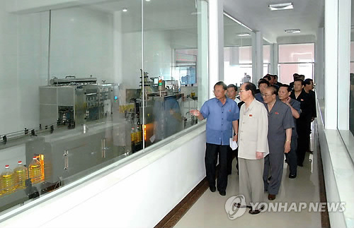 DPRK head of state Kim Yong Nam and other senior officials tour the Pyongyang Essential Foodstuffs Factory (Photo: KCNA-Yonhap).