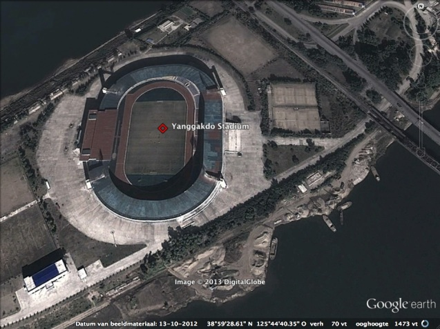The Yanggakdo Stadium in Pyongyang.  Construction boats, some of which may be involved in dredging operations in the Taedong River to produce concrete, can be seen at the bottom of the image (Photo: Google image).