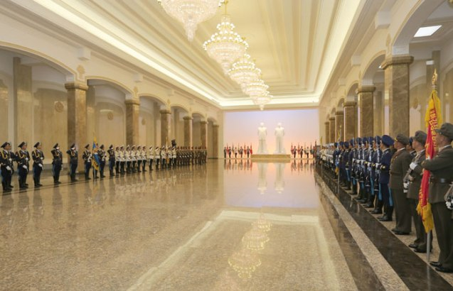 An honor guard of the Korean People's Army's three service branches and the Worker-Peasant Red Guards stand in attention in a hall containing the statues of DPRK President and founder Kim Il Sung (1912-1994) and his son Kim Jong Il (1941-2011) at the Ku'msusan Palace of the Sun in Pyongyang on 8 July 2013 (Photo: Rodong Sinmun).