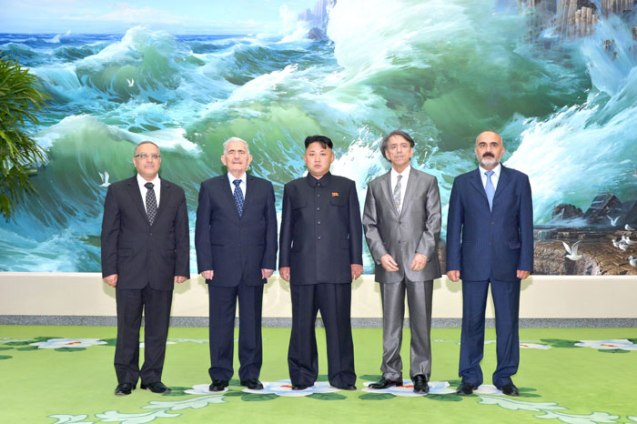 Kim Jong Un (C) poses for a commemorative photograph with Assistant General Secretary of the Arab Socialist Ba'ath Party Abdullah al-Ahmar in Pyongyang on 24 July 2013 (Photo: Rodong Sinmun).