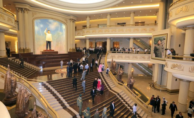 Foreign guests walk around a lobby in the renovated Fatherland Liberation War (Korean War) Museum in Pyongyang on 27 July 2013 (Photo: Rodong Sinmun).