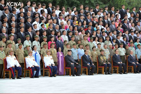 Kim Jong Un (seated, 4th L) and senior DPRK officials pose for commemorative photographs with delegations of overseas Korean in Pyongyang on 30 July 2013 (Photo: KCNA).
