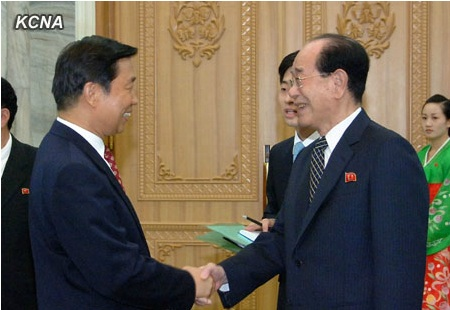 SPA Presidium President Kim Yong Nam (R) shakes hands with Chinese Vice President Li Yuanchao (L) at the Mansudae Assembly Hall in Pyongyang on 25 July 2013 (Photo: KCNA).