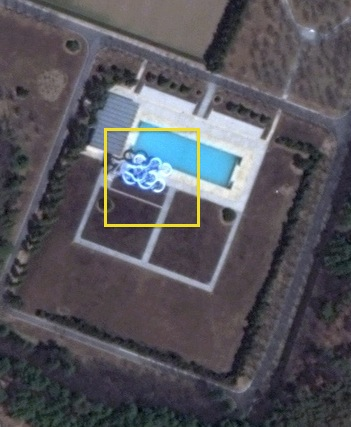 A water slide at the outdoor swimming pool at the Ryo'ngso'ng residential compound which may have been used in the design of the Munsu Wading Pool.  As of 2012 the outdoor swimming pool and water slide have been removed (Photo: Digital Globe).