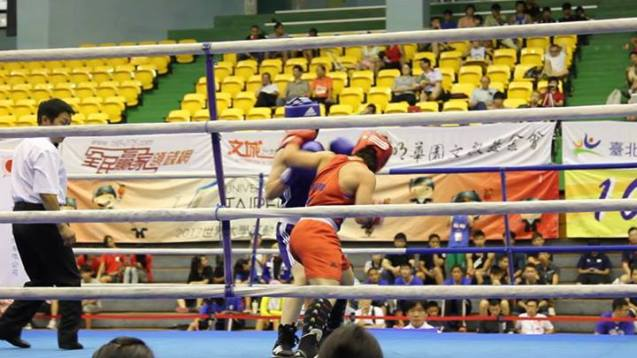 Australia's Bianca Elmir (red) fighting against the DPRK RI Kwang Suk (blue) in Taipei on 18 August 2013.
