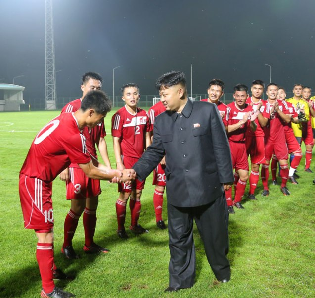 Kim Jong Un congratulates members of the Hwaebul Team after their victory over the 25 April Team (Photo: Rodong Sinmun).