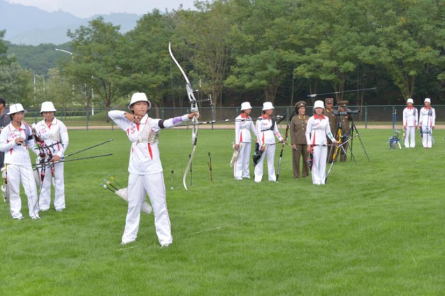Archery competition between the Amnokgang Defense Sports Team and the 25 April Defense Sports Team (Photo: Rodong Sinmun).