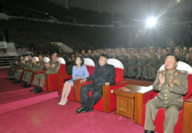 Kim Jong Un (2nd R) and his wife Ri Sol Ju (3rd R) watch  a Moranbong Band concert with participants in the anniversary military parade and demonstration (Photo: Rodong Sinmun).