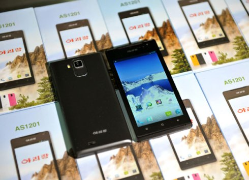 "A view of the ""Aririang"" model phone handset, produced by the 11 May Factory (Photo: Rodong Sinmun)."