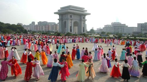 A dancing party hosted by the Korean Democratic Women's Union at the Arch of Triumph in central Pyongyang on 22 August 2013 (Photo: Rodong Sinmun).