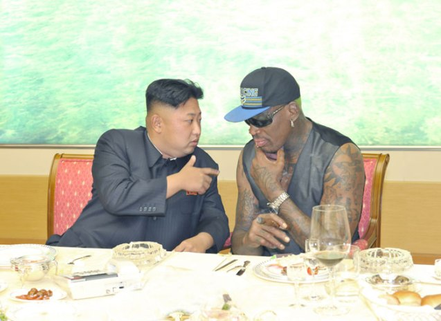 Kim Jong Un (L) talks with Dennis Rodman (R) at a dinner party held for Rodman and his entourage (Photo: Rodong Sinmun).