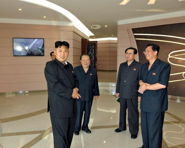 Kim Jong Un tours Ru'ngra People's Pleasure Park (Photo: Rodong Sinmun).