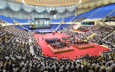 Over view of senior women's competitions at the 2013 Asian Cup and Interclub Junior and Senior Weightlifting Championship at Jong Ju Yong Indoor Stadium in Pyongyang on 15 September 2013 (Photo: Rodong Sinmun)