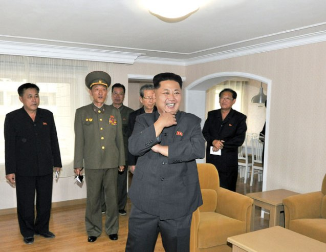 Kim Jong Un tours the construction of apartment housing for faculty members of Kim Il Sung University in Pyongyang (Photo: Rodong Sinmun).