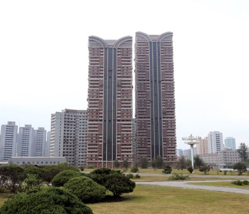 View of apartment towers under construction in Pyongyang for faculty members of Kim Il Sung University (Photo: Rodong Sinmun).
