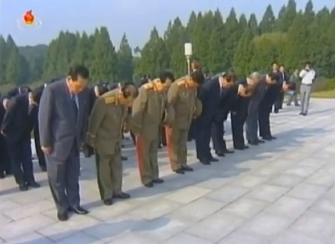 Senior DPRK officials including DPRK Premier Pak Pong Ju and NDC Vice Chairman VMar Kim Yong Chun bow at the Patriotic Martyrs' Cemetery in Pyongyang on 8 September 2013 (Photo: KCTV screengrab).