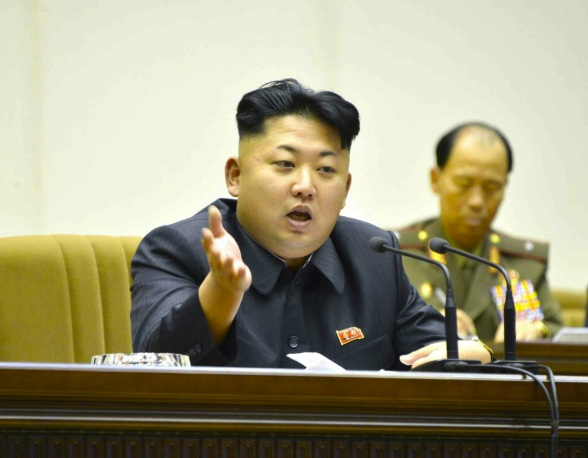 Kim Jong Un speaks during the shooting competition (Photo: Rodong Sinmun).