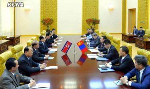 Mongolian President Tsakhiagiin Elbegdorj and a senior Mongolian Government delegation (R) meet with Kim Yong Nam and senior DPRK officials at Mansudae Assembly Hall in Pyongyang on 28 October 2013 (Photo: KCNA)