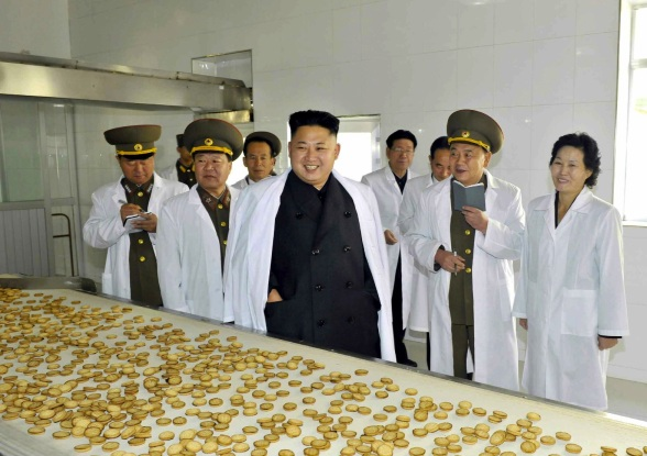 Kim Jong Un tours KPA Food Factory #354.  Also seen in attendance are Gen. Jang Jong Nam (L) and VMar Choe Ryong Have (2nd L) (Photo: Rodong Sinmun).