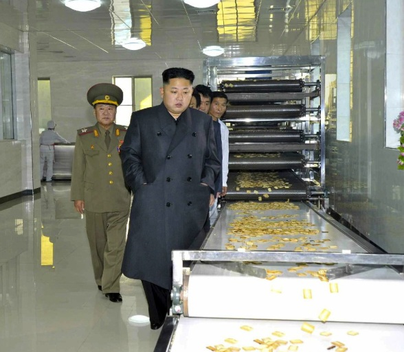 Kim Jong Un tours the 2 November Factory.  Also in attendance is VMar Choe Ryong Hae (L) (Photo: Rodong Sinmun).