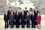 Hu Zejun, Deputy Procurator-General of China, poses for a commemorative photo with delegation of the DPRK Supreme Prosecutor's Office on 28 October 2013 (Photo: Xinhua).