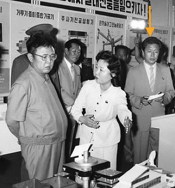 Jang Song Taek attends an exhibition with Kim Jong Il in July 1986 (Photo: KCNA-Yonhap).