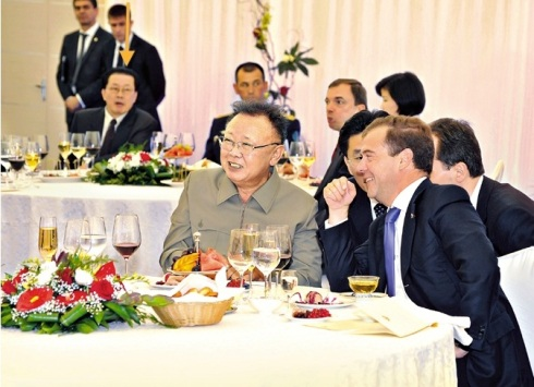 Jang Song Taek attends Kim Jong Il's dinner with former Russian President Dmitry Medvedev in August 2011 (Photo: KCNA).