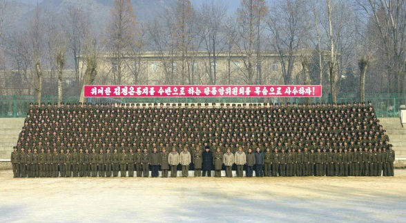 Kim Jong Un poses for a commemorative photo with officers and service members of the command element of KPA Unit #526 (Photo: Rodong Sinmun).