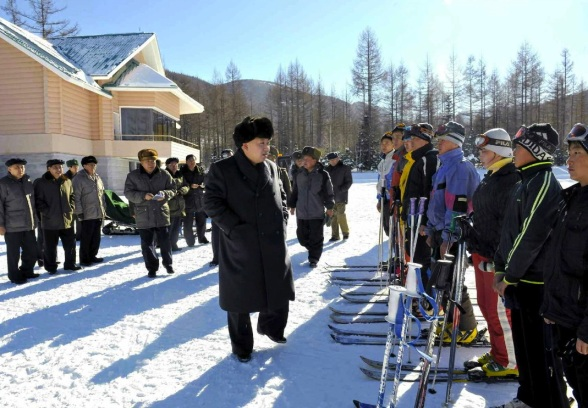 Kim Jong Un greets members skiers of the Sajabong Sports Team  (Photo: Rodong Sinmun).
