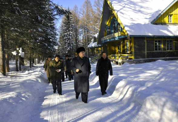 Kim Jong Un walks by a guest house for university students participating in study tours of the Samjiyo'n Revolutionary Battle Site (Photo: Rodong Sinmun).