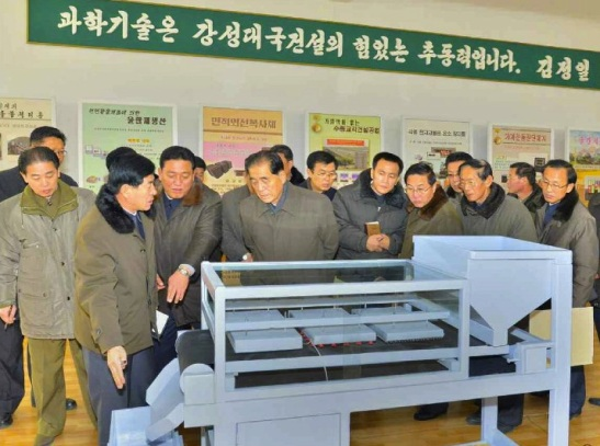 DPRK Premier Pak Pong Ju (4th L) tours the State Academy of Science (Photo: Rodong Sinmun).