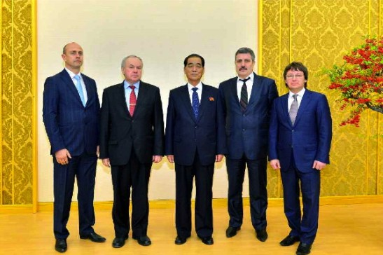 DPRK Premier Pak Pong Ju (C) poses for a photo with a representatives of Mostovik Scientific-Industrial Company in Pyongyang on 24 December 2013 (Photo: Rodong Sinmun).