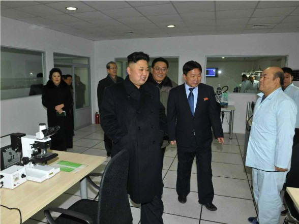 Kim Jong Un tours the State Academy of Sciences (Photo: Rodong Sinmun)
