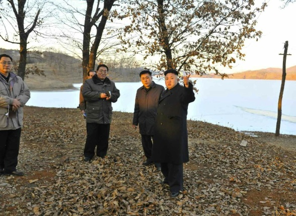 Kim Jong Un tours an area near Yo'np'ung Lake whee he has ordered the construction of a vacation complex for DPRK scientists (Photo: Rodong Sinmun).
