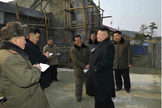 Kim Jong Un issues instructions on renovation and construction work at Songdowon International Children's Camp (Photo: Rodong Sinmun).