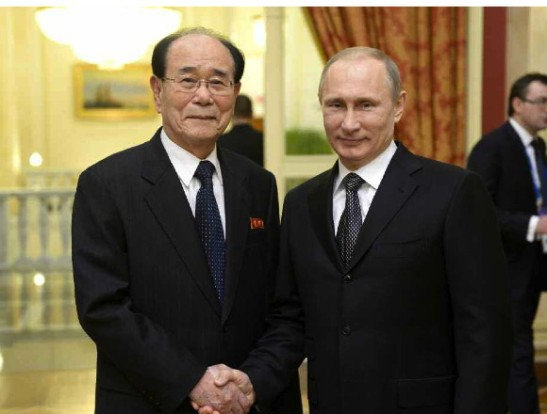 SPA Presidium President Kim Yong Nam (L) shakes hands with Russian President Vladimir Putin in Sochi on 7 February 2014 (Photo: Rodong Sinmun).