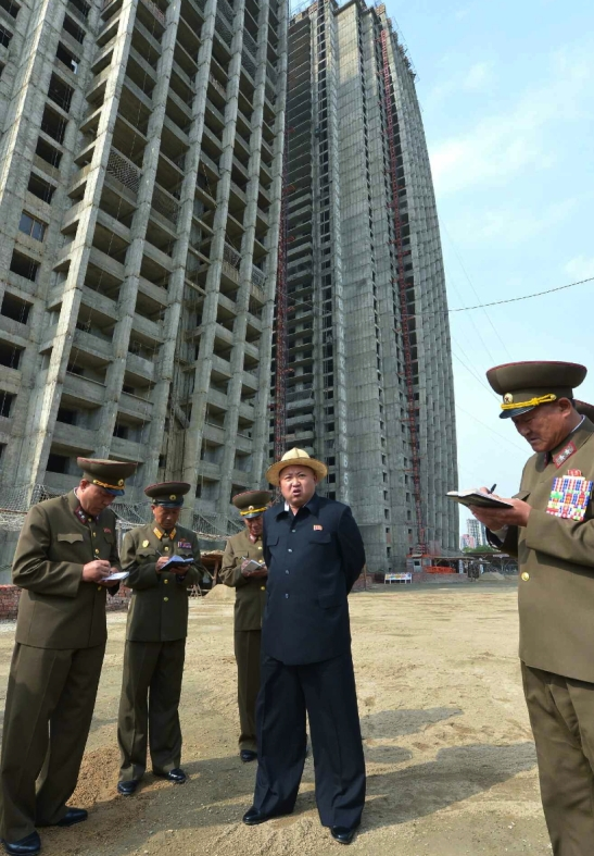 Kim Jong Un gives instructions at the construction site of apartment buildings for the faculty of Kim Ch'aek University of Technology (Photo: Rodong Sinmun).