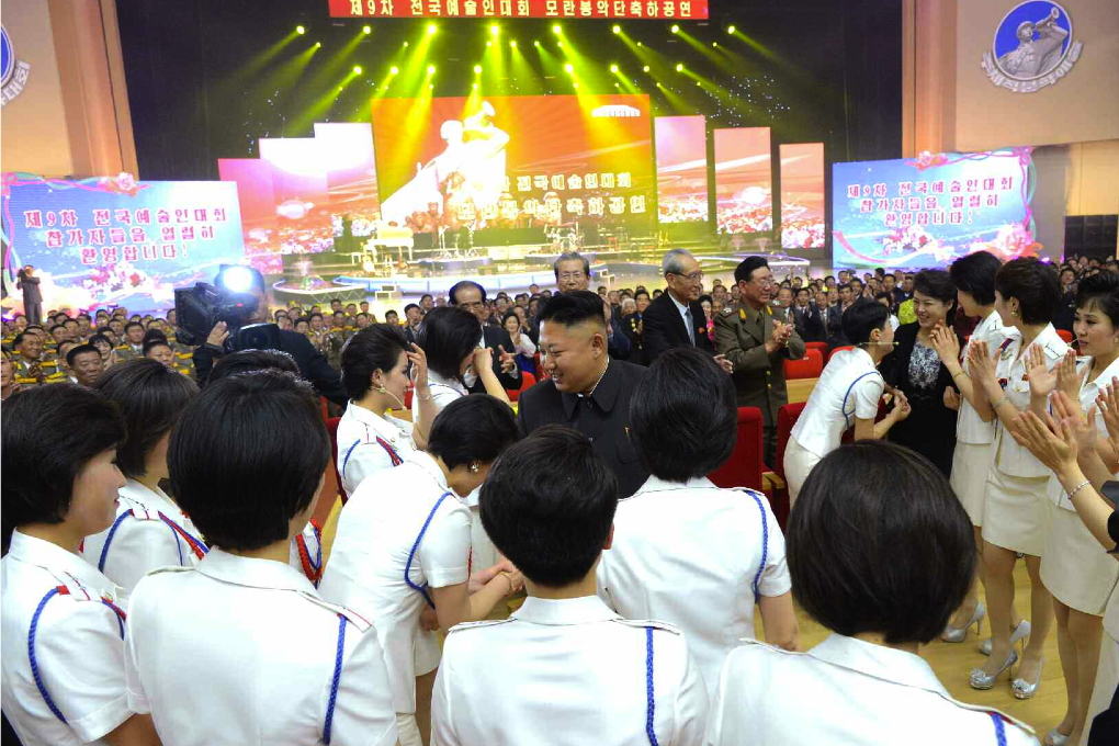 Kim Jong Un shakes hands with members of Moranbong Band after their concert (Photo: Rodong Sinmun).