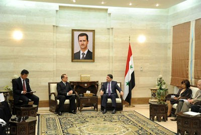 DPRK Foreign Minister Ri Su Yong (L) meets with Syrian Prime Minister Wael al-Halqi (R ) (Photo: SANA).