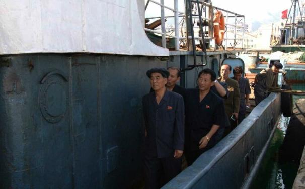 DPRK Premier Pak Pong Ju tours the Sinp'o Pelagic Fishery Complex (Photo: Rodong Sinmun).