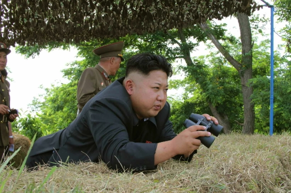 Kim Jong Un observes an artillery exercise of the Hwa Islet Defense Detachment (Photo: Rodong Sinmun).