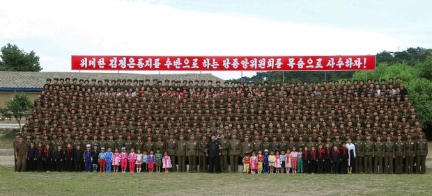 Kim Jong Un attends a commemorative photo-op with Hwa Islet Defense Detachment's service members, officers and their families (Photo: Rodong Sinmun).