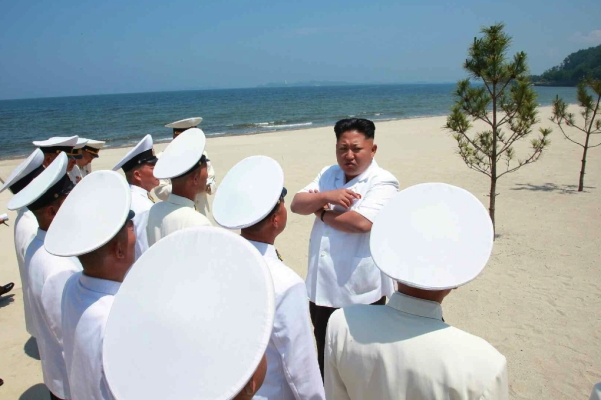 Kim Jong Un speaks to KPA Navy commanding officers at an assessment of their swimming abilities (Photo: Rodong Sinmun).
