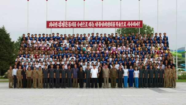 Kim Jong Un poses for a commemorative photograph with managers, teachers, functionaries and other employees of Songdowon International Children's Camp (Photo: Rodong Sinmun).