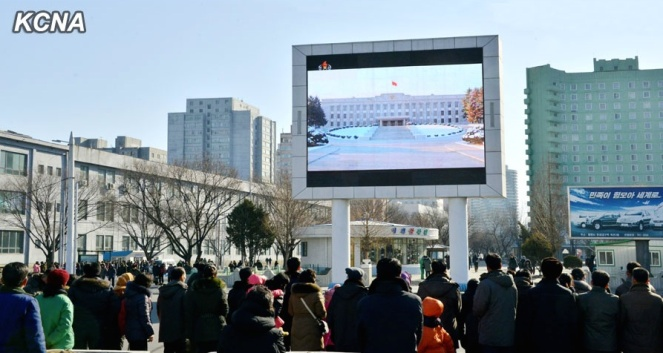 DPRK citizens watch the opening of Kim Jong Un's 2015 New Year Day Address on a large screen next to Pyongyang Railway Station (Photo: KCNA).