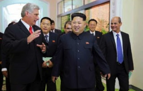 Cuban Vice President Miguel Díaz-Canel Bermúdez (left) talks with Kim Jong Un after Jong Un received a senior Cuban government delegation visiting the DPRK to commemorate the 55th anniversary of relations between the two countries (Photo: Rodong Sinmun).