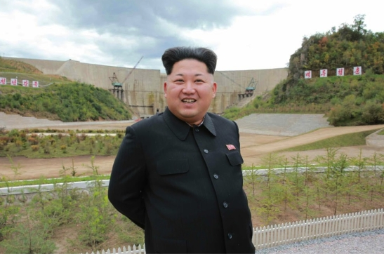 Kim Jong Un posese for a photograph in front of a dam that is part of the Paektusan Youth Power Station (Photo: Rodong Sinmun).