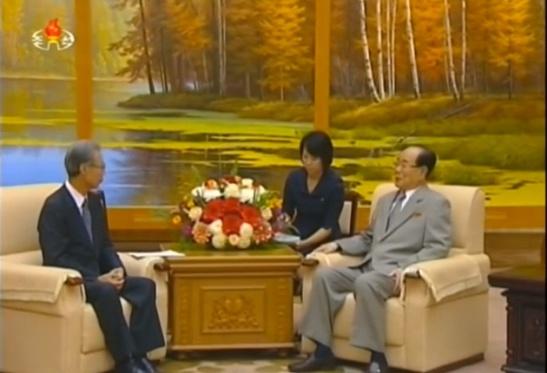 Kyodo News President Masaki Fukuyama (L) meets with SPA Presidium President Kim Yong Nam in Pyongyang (Photo: KCTV).