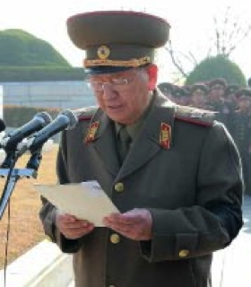 VMar Hwang Pyong So, Director of the KPA General Political Department, delivers a graveside eulogy for Ri Ul Sol on November 11, 2015 (Photo: Rodong Sinmun).