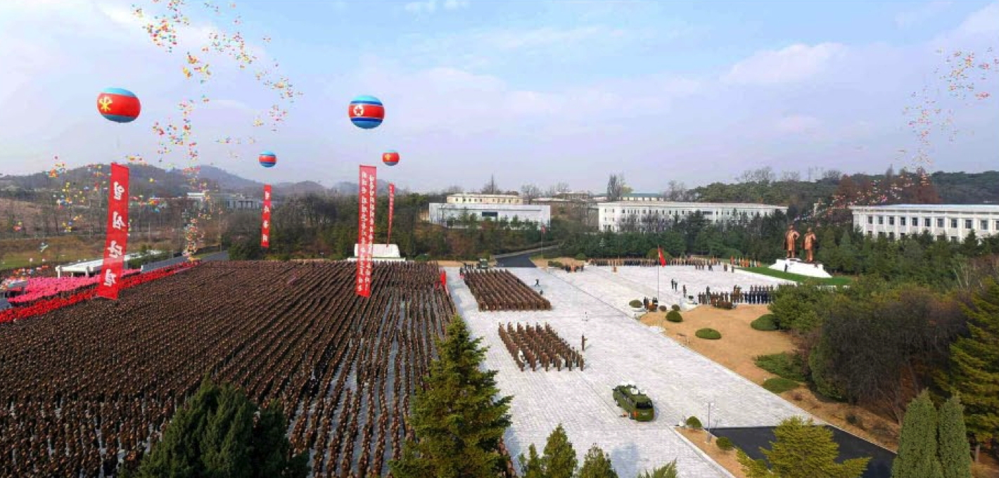 Overview of a statue unveiling ceremony held at the Kim Il Sung University of Politics in Pyongyang on November 20, 2015 (Photo: KCNA).